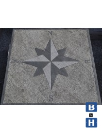 Kompassrose i granitt 120x120x5cm 4 punkter - N-S-W-E (engelske symboler)