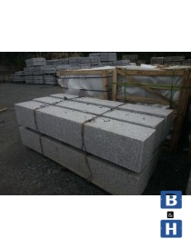 Portstolpe med hull 250x250x2000mm prikkhugget granitt