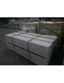 Portstolpe med hull 300x300x2000mm prikkhugget granitt