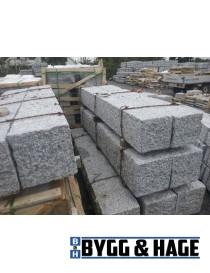 Portstolpe 400x400x2000mm naturlig hugget granitt