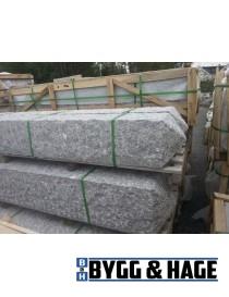 Portstolpe pyramidetopp 250x250x2000mm naturlig hugget granitt