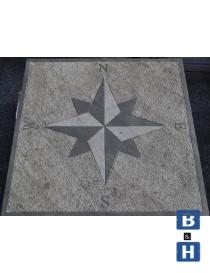 Kompassrose i granitt 80x80x5cm 4 punkter - N-S-W-E (engelske symboler)
